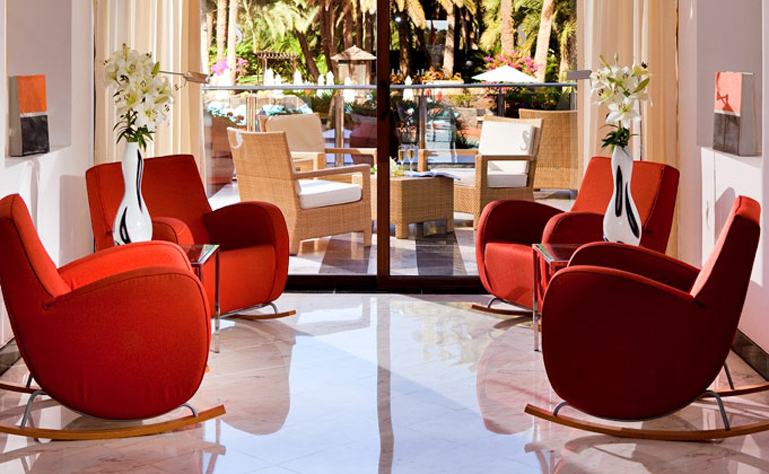769 x 474 Palm Beach lobby