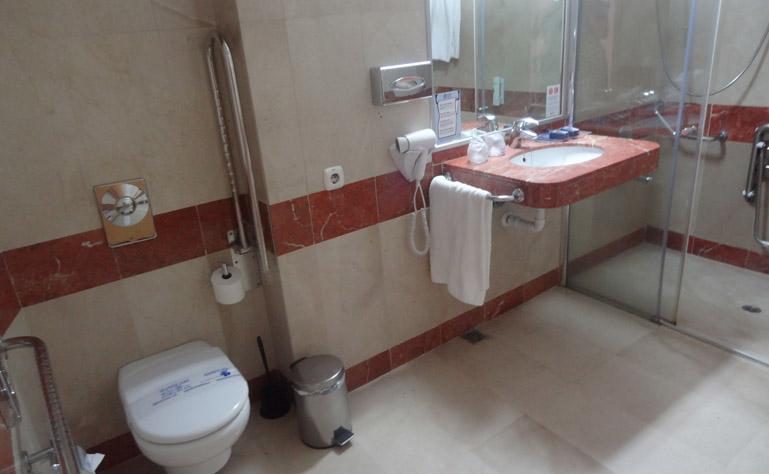 769 x 474 gloria palace toeg badkamer