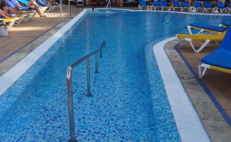 769 x 474 zwembad inloop dorado beach
