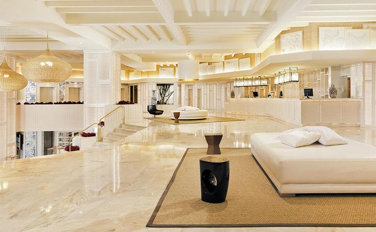 Lobby y recepción del hotel (¡renovado!)