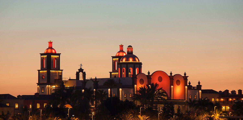 Lopesan-Villa-del-Conde-arquitectura-exteriores-noche01