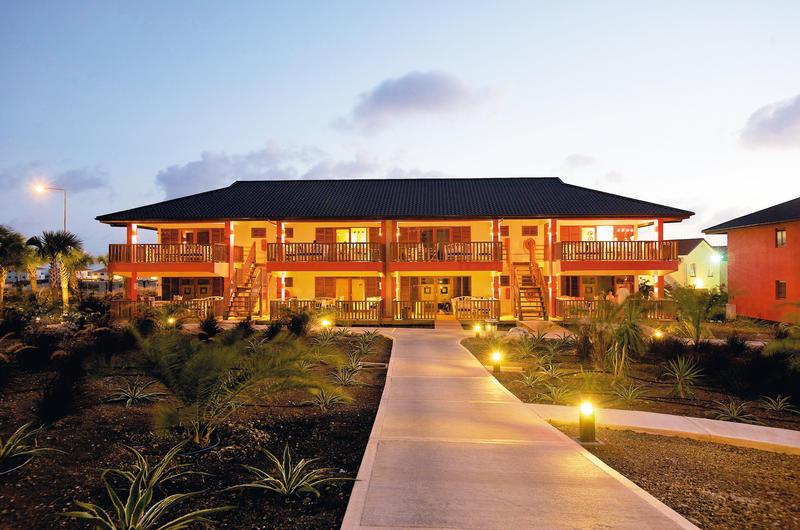 Morena_Resort_Vila_Avond