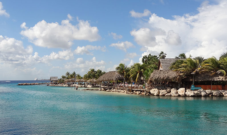 curacao_dolphinesuites0_796x474