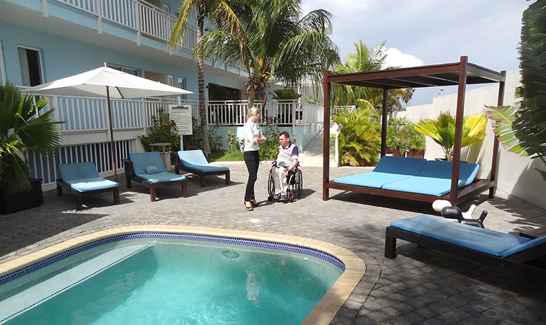 curacao_dolphinesuites2_796x474