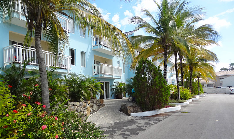curacao_dolphinesuites3_796x474
