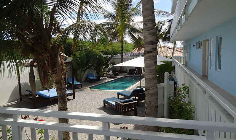 curacao_dolphinesuites5_796x474