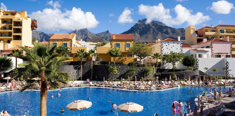 hotel-apartamentos-isabel-hotel-costa-adeje-piscina-2