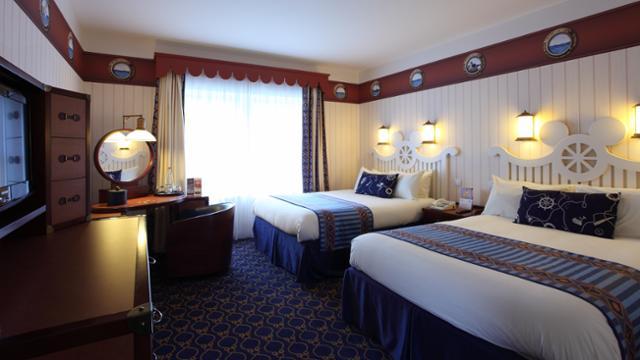 n016130_2050jan01_newport-bay-club-hotel-bedroom_16-9_tcm816-160379-640x360
